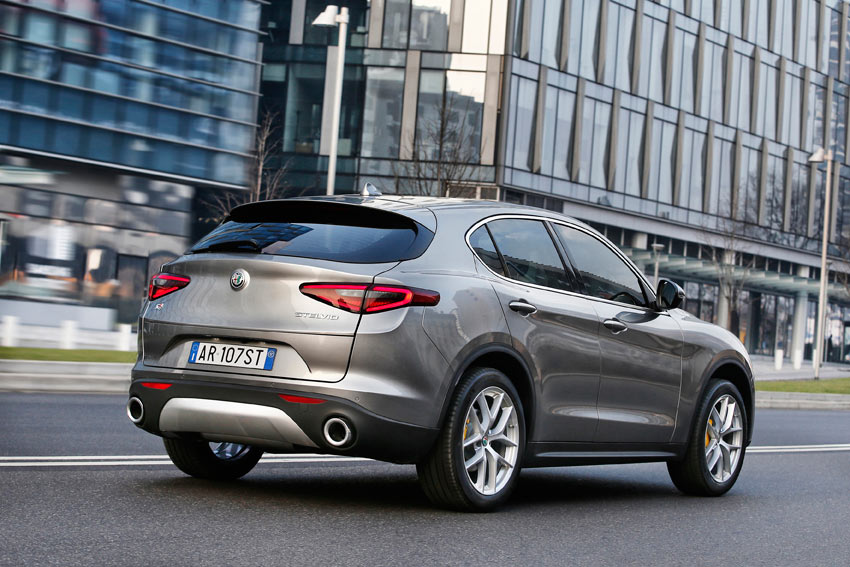 UserFiles/Image/tests/2017_tests/Alfa_Stelvio_11_17/Stelvio_3_big.jpg