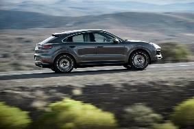 Η Porsche παρουσίασε την Cayenne Coupe