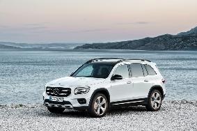 Η Mercedes αποκάλυψε τη GLB